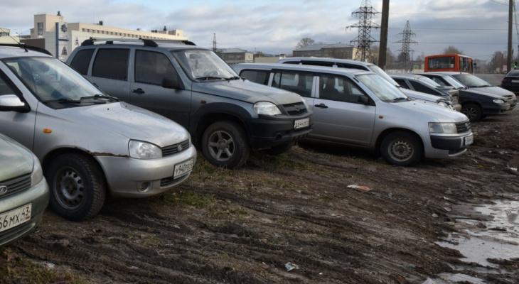 В Кирове устроили внезапный рейд, чтобы оштрафовать парковщиков на газонах