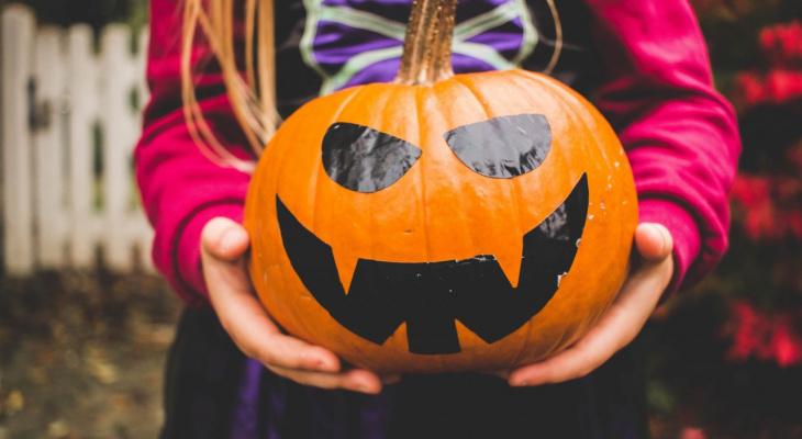 """В России запустили """"горячую линию"""" для жалоб на Хэллоуин в школах"""