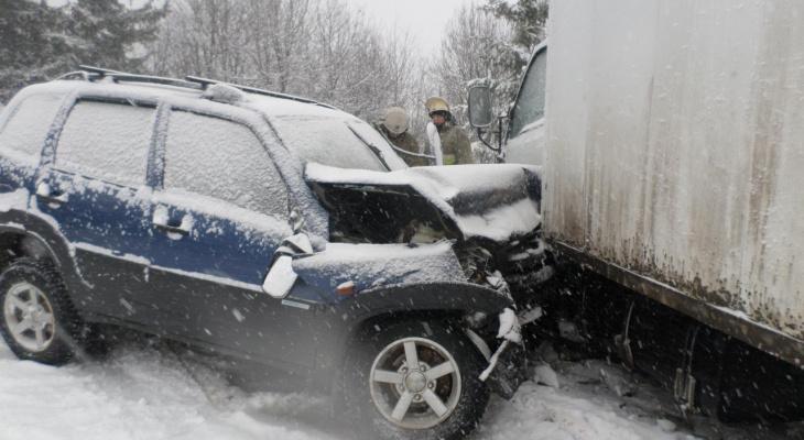 Последствия гололеда в Кирове: 41 авария, 8 пострадавших, 1 человек погиб