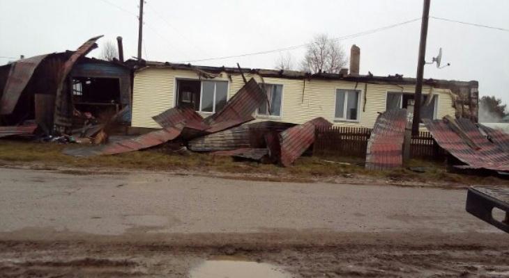 Семья на улице: в Кировской области сгорел дом главы сельской администрации
