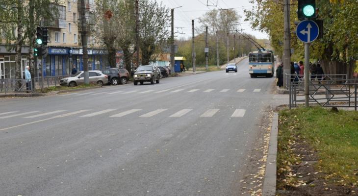В Кирове начнут ремонтировать дороги вместе с тротуарами
