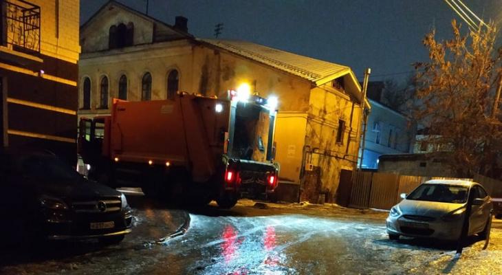 Из-за гололеда в Кирове не смогли вывезти мусор