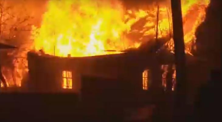 В Зуевке на глазах местных жителей сгорел дом