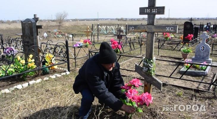 Увезли на грузовике: известно, почему на могилах в Кировской области срезали кресты