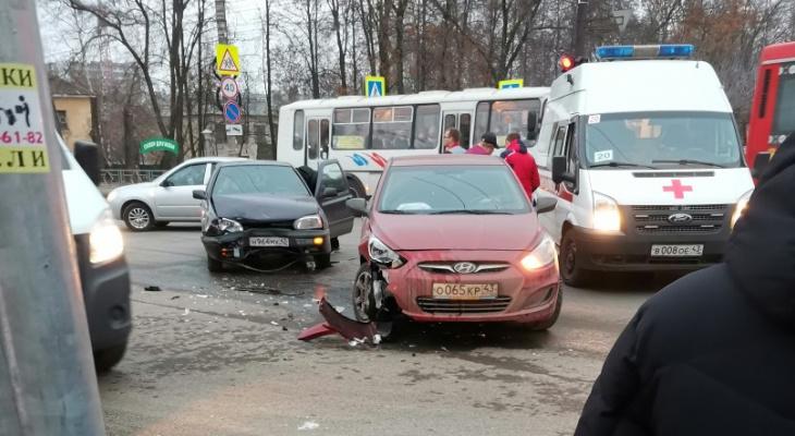 В Кирове столкнулись две иномарки