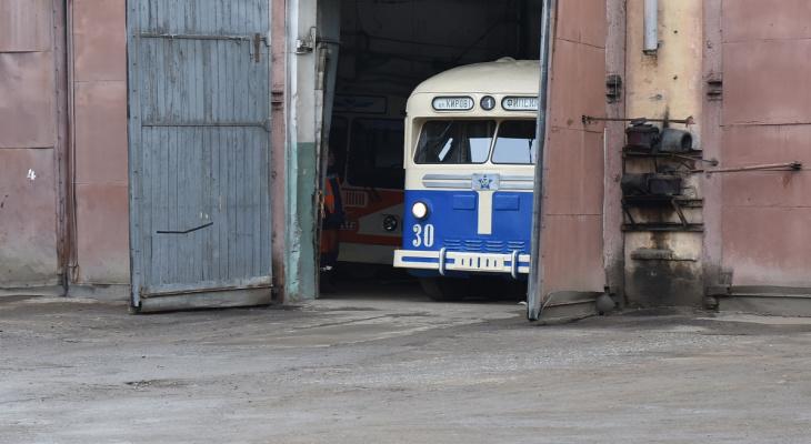 На улицы Кирова выехал редчайший 66-летний троллейбус
