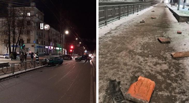 «От удара бетонная урна разлетелась на куски»: в Кирове столкнулись два ВАЗа