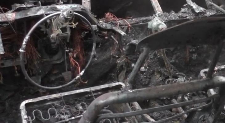Машина вспыхнула на глазах хозяйки: появилось видео ЧП в районе автовокзала