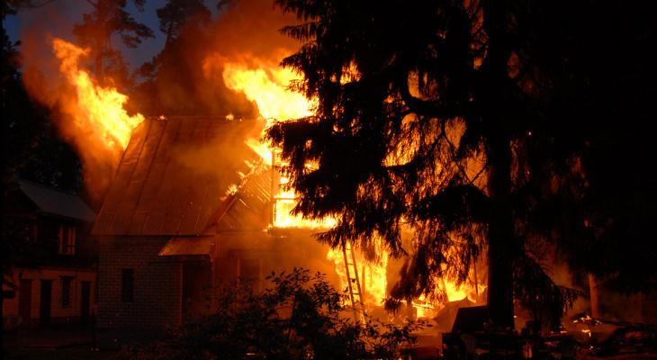 Сбор помощи: семья из Котельнича осталась без дома и документов после пожара