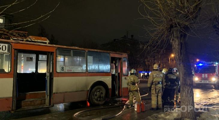 В Кирове во время движения загорелся троллейбус