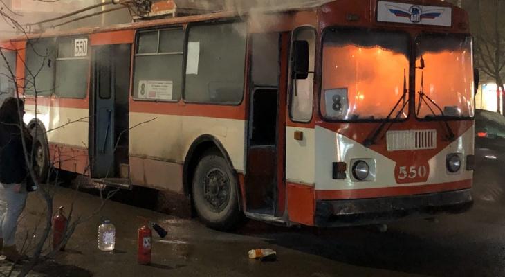 "В ""АТП"" начали проверку из-за пожара в троллейбусе в Кирове"