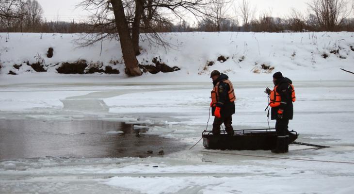 Сначала нашли лодку, потом сапог, затем - тело: в Кировской области погиб рыбак