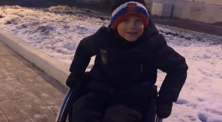Восьмилетнему силачу из Советска подарили инвалидную коляску, о которой он мечтал