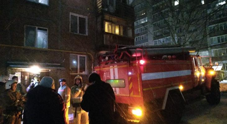 """""""Их надо в интернат, пока весь дом не взлетел на воздух"""": на улице Розы Люксембург загорелась квартира"""