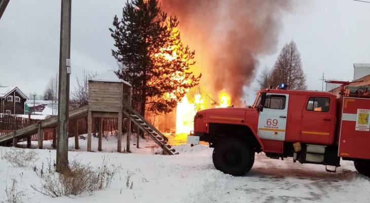 В Стрижах загорелось здание пункта приема металлов рядом с жилыми домами