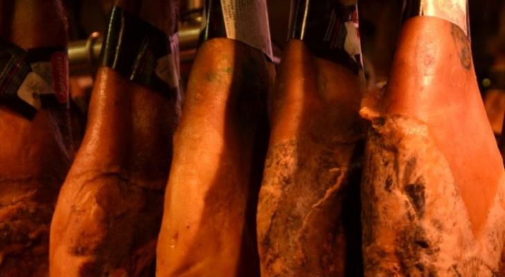 Многодетный отец из Кировской области пытался украсть две свиные туши