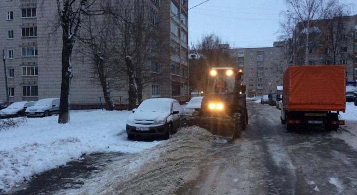 В администрации Кирова рассказали, как водители мешают уборке снега