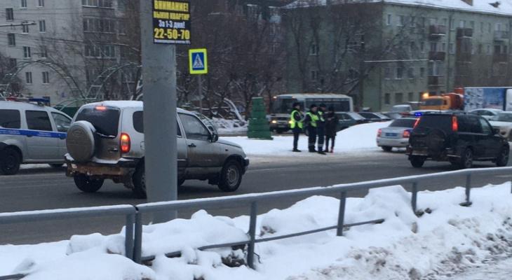 В Кирове у цирка сбили ребенка: на месте работают медики и полиция