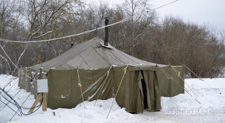«Пускай те, кто жалуется, спят на улице»: как работает палатка для бездомных