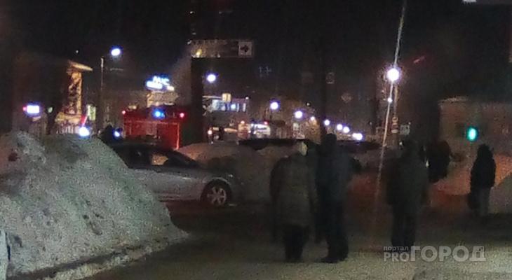 """""""Провода горят, их не могут потушить"""": очевидцы о ЧП у филармонии"""