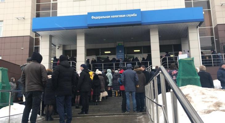 Массовая эвакуация: в здании налоговой службы в Кирове обнаружили подозрительный предмет