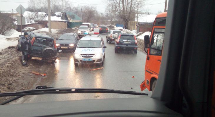В Кирове столкнулись автобус №33 и Honda: на месте работают 7 машин скорой