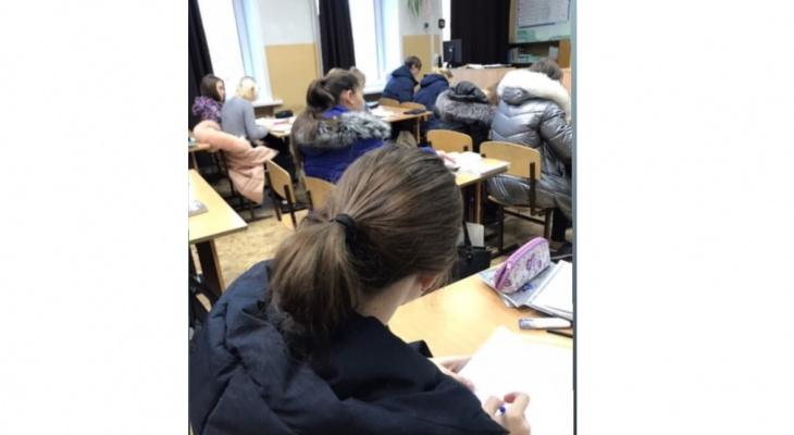 Дети учатся в верхней одежде: в школе Нововятска обещали заменить окна