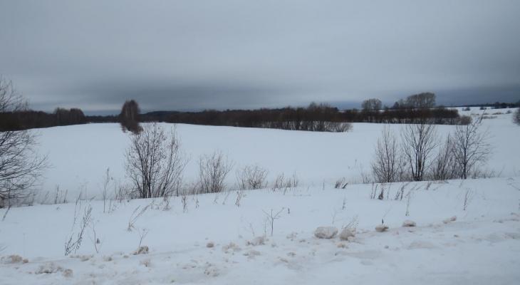 В Куменском районе 10-летний мальчик решил прокатиться на снегоходе и попал в аварию