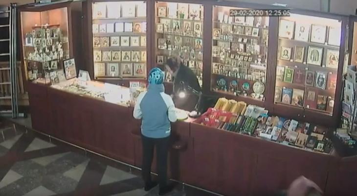 В Кирове молодая женщина украла пожертвования из церкви
