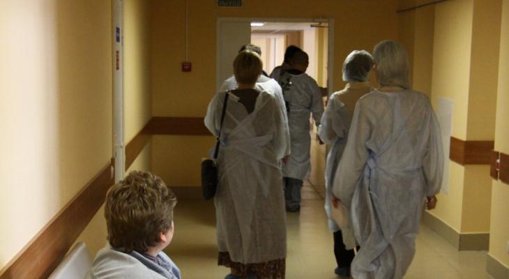 Рост заболеваемости в России и свободное посещение школ: последние новости о коронавирусе