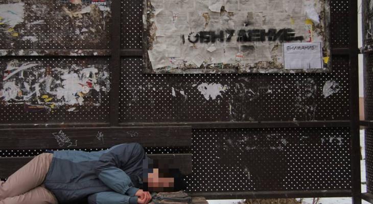 Фото дня: в Кирове автобусную остановку превратили в политический арт-объект