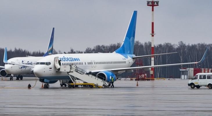 """""""Победа"""" приостанавливает рейсы по России и миру"""