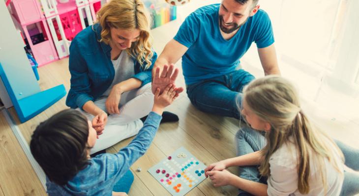 Чем заняться дома на карантине: 6 настольных игр для всей семьи