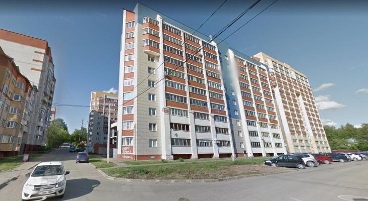 В Кирове из окна 10-этажки на улице Шинников выпала девушка
