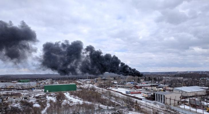 Кировчан напугал густой черный дым над Коминтерном