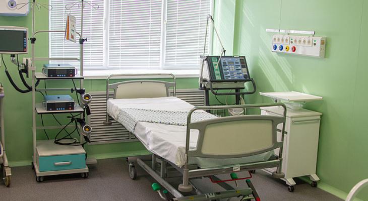 В Кирове одну из новых пациенток с подозрением на коронавирус подключили к ИВЛ
