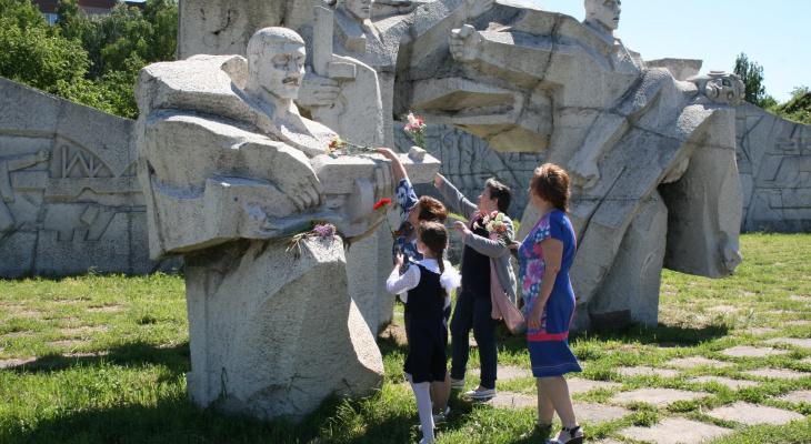 Известно, когда отремонтируют мемориальную зону Дворца пионеров