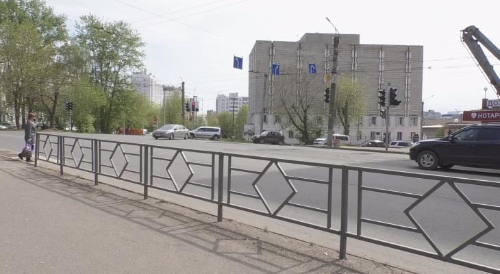 «Хватит уродовать город!»: кировчане просят мэрию убрать с улиц серые ограждения