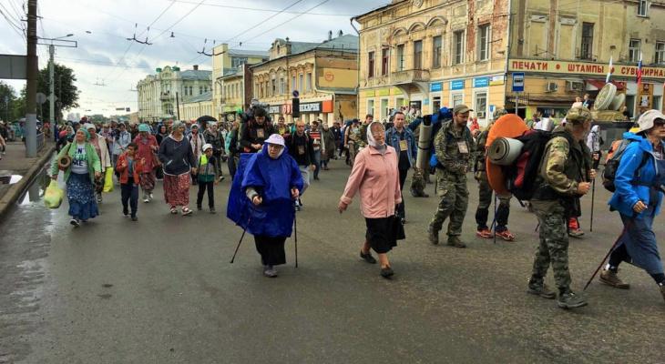 Жители Великорецкого подписали петицию с просьбой отменить крестный ход