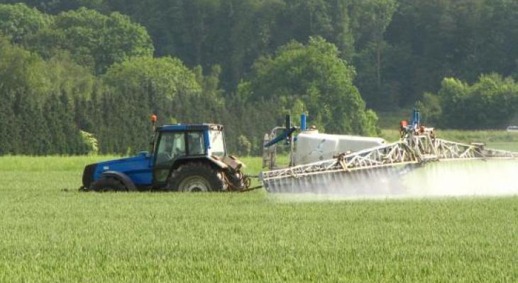 Опасные пестициды: выяснили, где в Кировской области пройдет химическая обработка полей