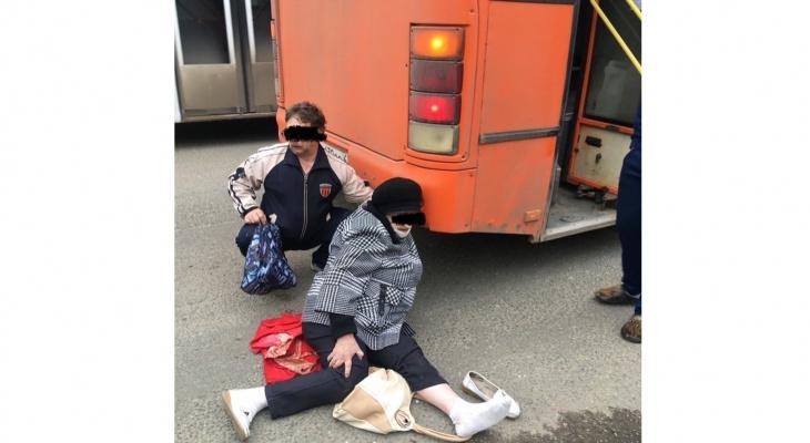 В Кирове пенсионерку зажало дверьми автобуса и протащило по дороге
