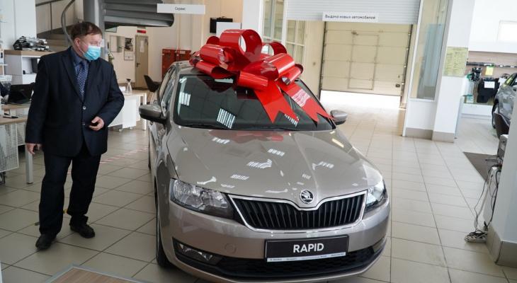 В Кирове подарили машину врачу, работающему с больными коронавирусом