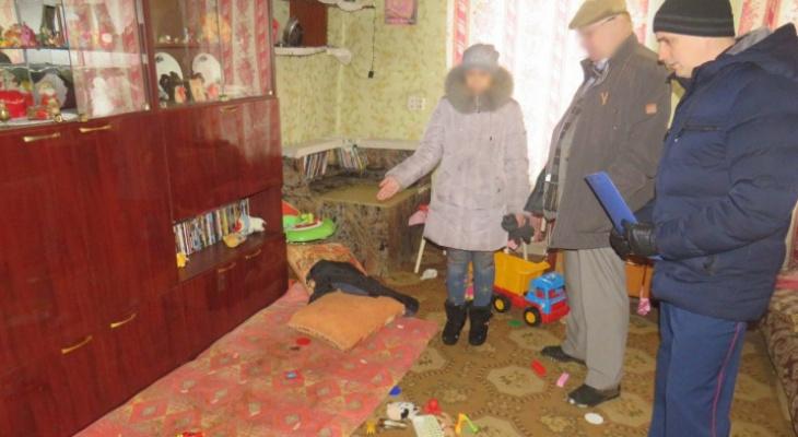 Вынесен приговор матери из Куменского района, которая оставила детей в доме без еды