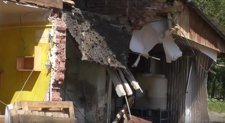 В Кирове из-за коммунальных раскопок обрушилась стена дома