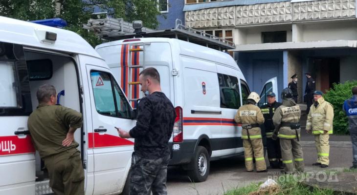 «Стекла вылетели с обеих сторон дома»: появились фото, видео и подробности ЧП на Орджоникидзе