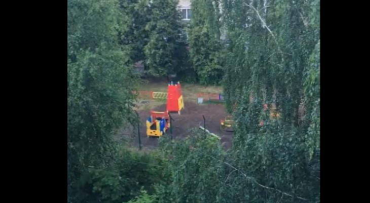 """""""Увидела, что мужчина схватил мою дочку и потащил с площадки"""": кировчанка о происшествии в Слободском"""