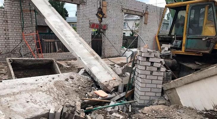 Здание рухнувшего ТЦ в Зуевке, где погибли люди, собирались сдать к осени