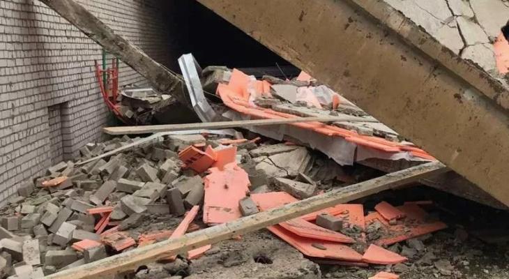 Появились фото и видео с места рухнувшей стройки ТЦ в Зуевке, где погибли трое человек