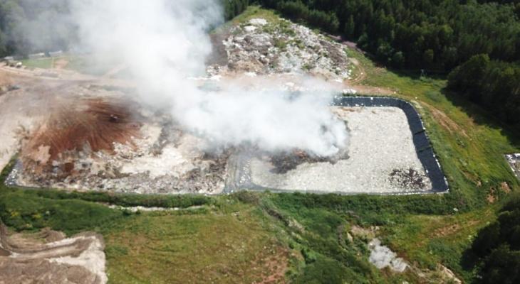В Кировской области загорелся крупный мусорный полигон