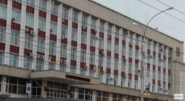 Что обсуждают в Кирове: обыски в мэрии и очередь на прием детей в лагерь